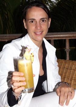 Nicole Bralo genießt einen Cocktail. Morgens ohne, abends auch mal mit Alkohol.