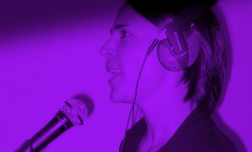Karaoke singen in der Bar oder zu Hause Nicole Bralo Dunker