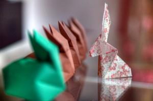 Origami: die Kunst des Papierfaltens ist weitaus schwieriger als das Endprodukt aussieht.